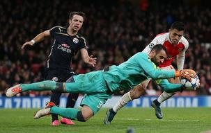 UEFA Champions League: Arsenal 3 - 0 Dinamo Zagreb