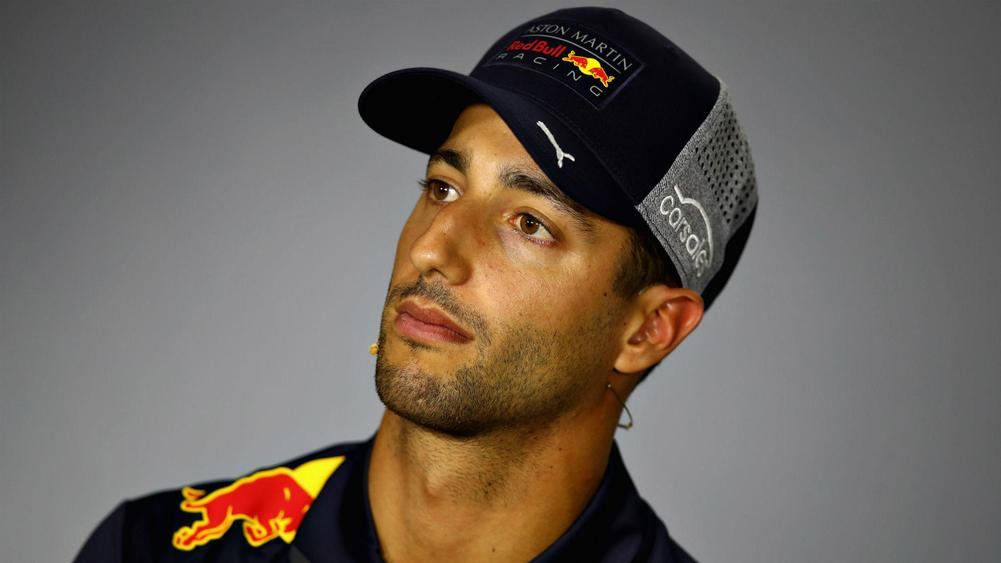 Red Bull's Ricciardo denies rumours of Ferrari switch