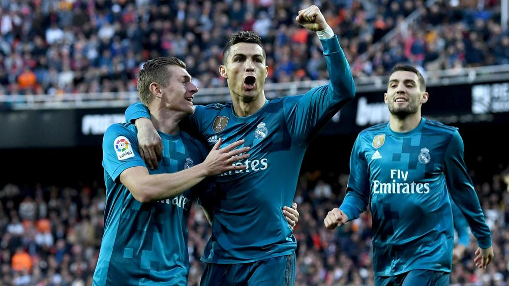 Real Madrid Star Persuaded To Join Man Utd?
