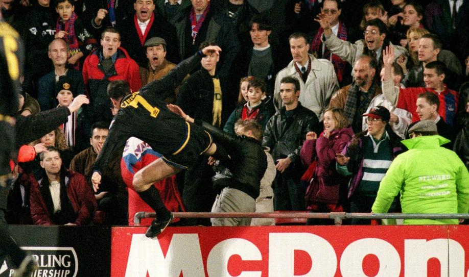Manchester United's Eric Cantona Kung Fu kicks Crystal Palace fan Matthew Simmons after being sent off - beIN SPORTS