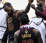 LeBron reveals he played three games with broken hand