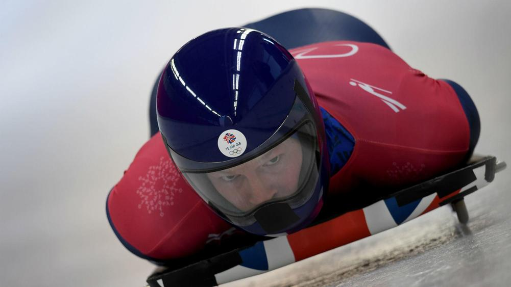 Lizzy Yarnold defends gold medal in women's skeleton