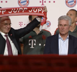 Bayern 'say goodbye' to Heynckes with singalong