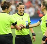 Klopp Applauds Referee Stephanie Frappart And Fellow Female Super Cup Officials