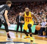 NBA: Cleveland poursuit son cavalier seul