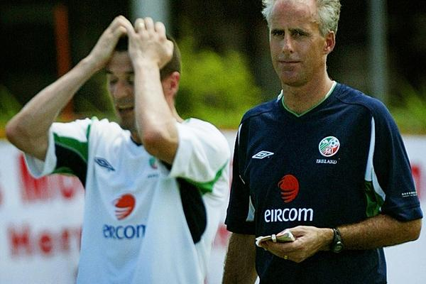 Ireland manager Mick McCarthy (R) watches team captain Roy Keane react to losing a point in a practice game while training in Saipan May 23, 2002 - beIN SPORTS