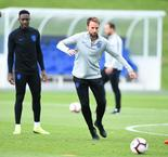 Southgate credits FA for supporting youth drive after signing new deal